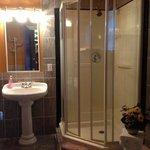 salle de bains de la chambre de la musicienne