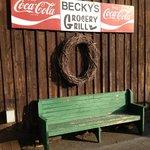 Foto de Becky's Grocery & Grill