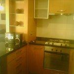 cocina muy limpia y bien equipada