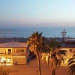 questa e' la vista splendida sulla camminata e mare di viareggio
