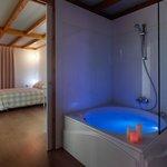 Bañera jacuzzi en cabana de Mucha