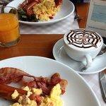 our breakfast and hot chokolate!