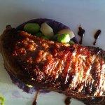 filet mignon de porc cuit en basse temperature, écrasé de vitelotte, emulsion de petits pois