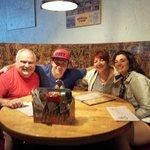 Une famille heureuse; merci à notre serveuse pour la photo !