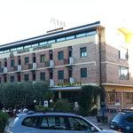 Foto dell'hotel visto dalla strada