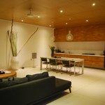 villa kitchen/dining