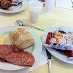 colazione abbondante variegata e con prodotti di qualità