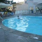 бассейн днем