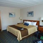 2nd floor room - king bed