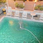 Cascatella d'acqua in piscina