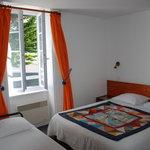 Chambre n°15 avec un lit d'appoint