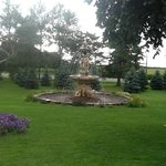 plenty of fountains on property, great wedding site!