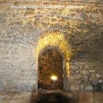 Palácio Diocleciano:arco perfeito do séc. III, feito de pedra sobre pedra