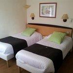 Chambre rez-de-chaussée avec lit double