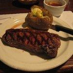 雰囲気も手伝ってか、予想外に美味しい肉だった
