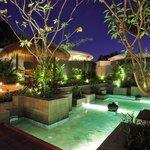Open-style Living Balinese Central Garden