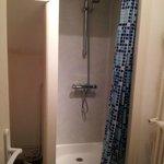 la douche dans un ancien placard