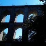 il ponte di ariccia visto di sotto dal parco di palazzo chigi