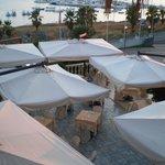 vista dalla camera panoramic del ristorante dell'hotel e del porto