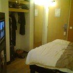 photo de l'armoire et du lit