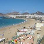 Blick vom Hotelfenster auf den Las Canteras Strand