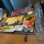 petit déjeuner copieux et frais