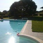 la piscina ed ifico gigantesco