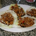 Tacos de lechuga y pollo