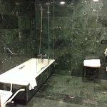Keine Dusche, nur Badewanne