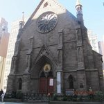 kościół vis a vis hotelu