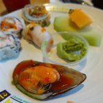 green mussels, sushi, fruit