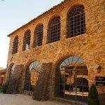 De oude zijdefabriek waar nu de ontbijtzaal is