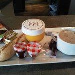 Petit-déjeuner -express servi au bar