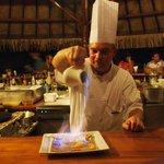 Chef Claude flambant la crêpe suzette