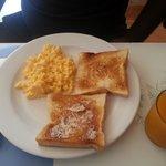 scrambled egg w toast