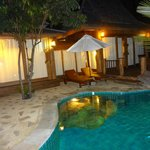 Santhiya Sea View Pool Villa Suite -- bei Nacht
