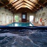 Vista del jacuzzi y piscina