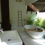 Garden Pool Villa -- Badezimmer