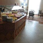 selezione di dolci al buffet della colazione: tavolo 2