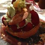 Choux aux fraises avec crème à la pistache