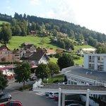 Sicht auf den Eingangsbereich des Hotels