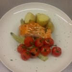 Salmon fillet roasted with fennel and cherry tomatoes