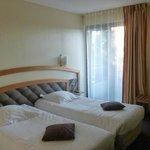 Chambres à 2 lits, assez spacieuse