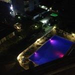 piscina in notturna