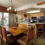 Full Kitchen & Dining Area