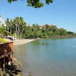 Beach, shallow water towards Piula cave pool entrance