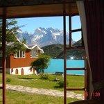 Vista do lago e do Paine da janela do quarto.
