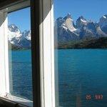 Maciço do Paine sobre o Lago Pehoe da janela do salão-restaurante.