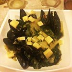 Pasta with mussels, spinach and Gruyere cheese