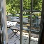 vue de la chambre avec petite terrasse
